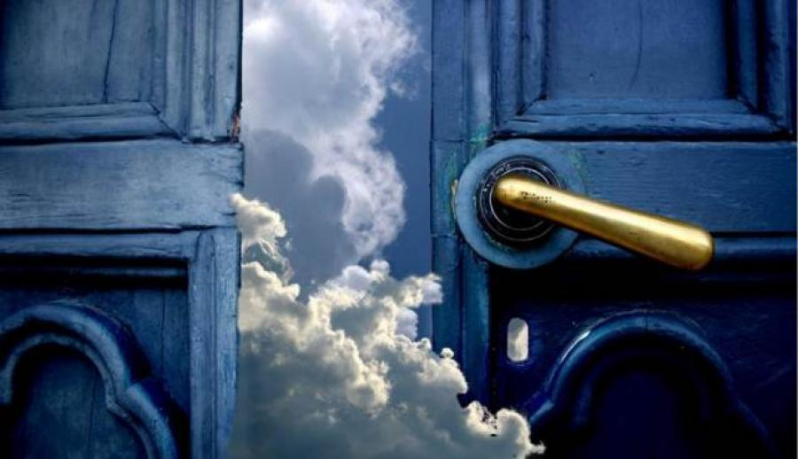 Doors_to_cloud_9163.jpg